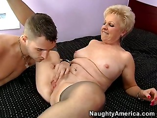 Blond elder hooker Mrs Jewell gives excellent orall-service