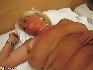 Banging the older sweetheart with a golden-haired hair just how this babe loves it