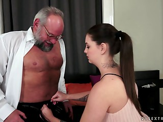An experienced jock is all that her hairless cunt needs right now