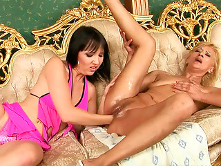 Sextractive red-haired mamma receives her juicy bawdy cleft fisted by juvenile lesbo