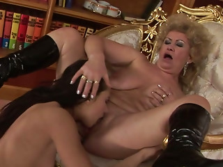 Bitchie golden-haired haired older slut EFFIE makes perverted dark brown eat her snatch