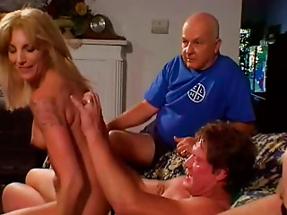 Insatiable golden-haired harlot takes part in MMF trio