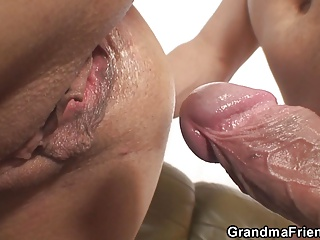 Hawt mature lady takes 2 jocks at one time