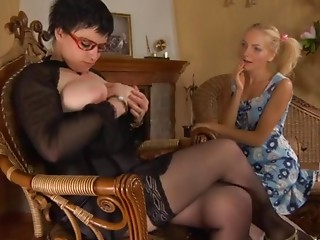 Stephanie and Judith pussyloving mamma in act of love