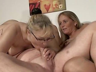 Aged dude enjoys a three-some with 2 elder blondes