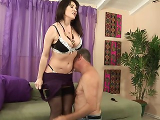 Mama with a trimmed muff screwed hard and taking his sexy cum